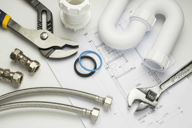 outils et tuyaux